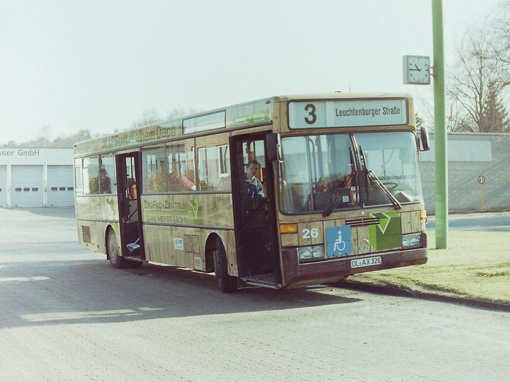 wagen 26 als der bus pl tzlich nach rechts auf das betriebsgel nde abbog und der fahrer den. Black Bedroom Furniture Sets. Home Design Ideas