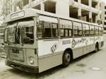 MAN 750 HO-SL/141592/wagen-124-ol-ac-944-ez-1971 Wagen 124, OL-AC 944, EZ: 1971, aufgenommen im April 1982 auf der Reserveposition im Bundesbahnweg. Ich hatte hier zunächst geschrieben, dass der Bus diese Werbung während seiner gesamten Dienstzeit trug. Auch hier kann ich dank Herrn Striepling hinzufügen, dass der Wagen zunächst mit Werbung für JUGERT-Immobilien in Dienst gegangen war, einer dunkelgrünen Werbung mit der er Wagen 189, einen Metrobus des Typ 750 HO-M 11A, ablöste. Die Reklame für den echten BERENTZEN erhielt er erst 1975/76.