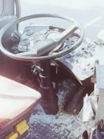 MAN SL 200/151285/wagen-67--wagen-56- Wagen 67 / Wagen 56. ... die Glassplitter wurden im gesamten vorderen Bereich der Busse verteilt. Auf diesem Bild ist gut der geöffnete Fahrtenschreiber zu erkennen. Die Diagramme wurden natürlich sichergestellt.
