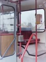 MAN SL 200/153650/zf-vorfuehrwagen-fn-cc-980-am-schluss ZF Vorführwagen, FN-CC 980. Am Schluß noch ein Blick in den Innenraum, denn dieser Bus besaß etwas, über das die Pekol oder VWG-Busse seinerzeit nicht verfügten. Nicht die häßlichen roten Stangen, aber den Papierkorb daran, in den Fahrgäste bei Verlassen des Busses ihre Fahrscheine entsorgen konnten. Übrigens : Dem folgenden LINK nach, war der Bus nachdem er bei ZF nicht mehr gebraucht wurde, mit der Nummer 465 als Linienbus in Zagreb eingesetzt : >>http://www.fahrzeuglisten.de/listen/liste.php?liste=hr-zag-bus <<.