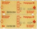 OVB Pekol/148284/1982-da-meine-monatskarte-mitte-1982 1982. Da meine Monatskarte Mitte 1982 ablief war ich nun auf Einzelfahrscheine, oder auf sogenannte Sammelfahrscheine der Preisgruppe III angewiesen. Damaliger Preis dieser Fahrscheine : 1,25 DM. Vier Stück gab es also zum Preis von 5,- DM an den Fahrscheinautomaten, die an fast jeder Haltestelle zu finden waren. Die Fahrscheine mussten bei Fahrtantritt in den Fahrscheinentwerter gesteckt werden, der sie mit einem Stempelabdruck versah. Daraus ging als erstes die Registriernummer des Entwerters, hier 0869, die Nummer der Linie, einem R für Rückfahrt oder H wie Hinfahrt, sowie dem Datum, hier 06.10. gefolgt von der Uhrzeit, hervor. Die Uhrzeit wurden alle 5 Min aktualisiert, ...